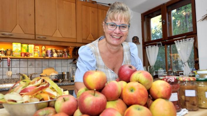 Gauting: Manuela Kleinknecht gehen die Ideen, um Apfel zu verarbeiten nicht aus.