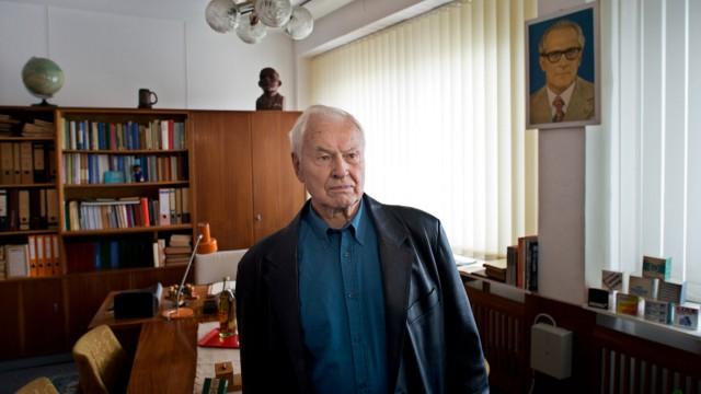 Hans Modrow besucht DDR-Museum