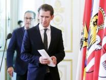 Sebastian Kurz und Heinz Christian Strache vor einer Pressekonferenz