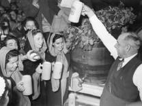 Oberbürgermeister Thomas Wimmer auf dem Oktoberfest 1950