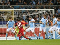 v li Hebert Paul TSV 1860 München Simon Skarlatidis FC Würzburger Kickers erzielt das Tor zum
