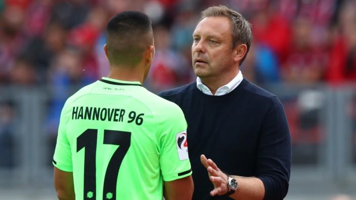 Hannover 96: Andre Breitenreiter und Bobby Wood beim Bundesliga-Spiel gegen den 1. FC Nürnberg