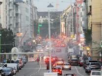 Autoverkehr in München auf der Schwanthalerstraße