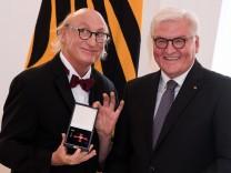 Verleihung von Verdienstorden der Bundesrepublik Deutschland