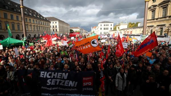 """Abschlusskundgebung der Demonstration """"Jetzt gilt's"""" am Odeonsplatz in München"""