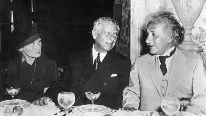 Helene Thiemig, Max Reinhardt und Albert Einstein, 1935