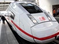 ICE 4 der Deutschen Bahn am Münchner Hauptbahnhof