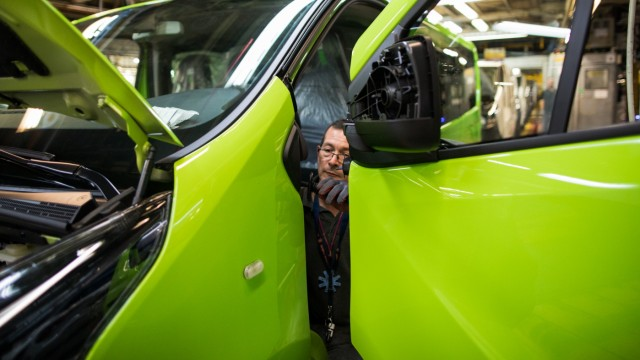 Manufacturing Of Vauxhall VivaroVans At PSA Group's Vauxhall Plant