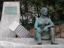 Denkmal für die Trümmerfrauen nach dem 2. Weltkrieg auf der Mölkerbastei, 1010 Wien