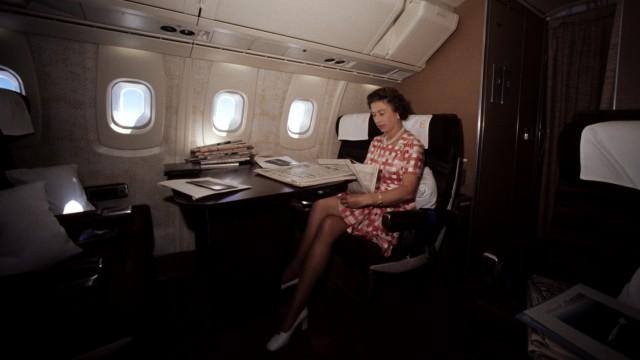 Royalty - Queen Elizabeth II Silver Jubilee - Commonwealth Tour