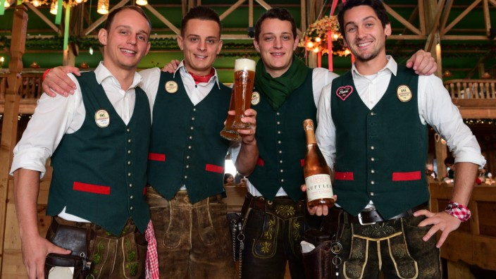Oktoberfest: Im Weinzelt auf der Wiesn arbeiten vier Brüder als Bedienungen