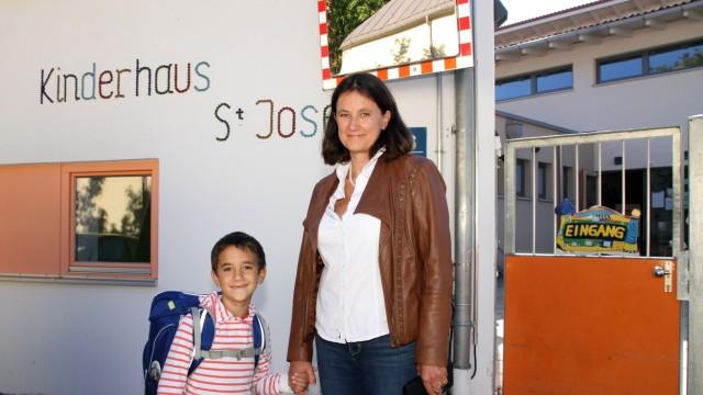 Birgit Habdank vor dem Kinderhaus; Kinderhaus St. Josef