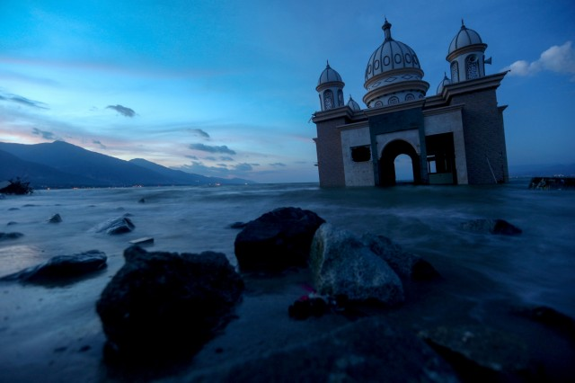 The remains of a mosque destroyed by the earthquake and tsunami lay in Palu, Central Sulawesi