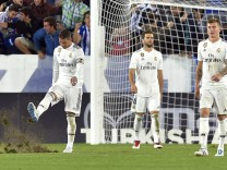 Real Madrid: Sergio Ramos, Nacho Fernandez und Toni Kroos in Alaves