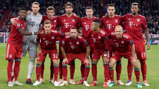 Die Mannschaft des FC Bayern München vor dem CL-Spiel gegen Ajax Amsterdam