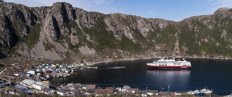 Expeditionsschiff Fram im Hafen in Neufundland