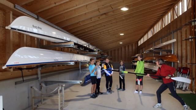 Bootshaus und Steg für sportliche Jugend