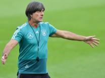 Joachim Löw beim Training der deutschen Fußball-Nationalmannschaft