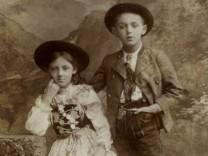 In einem Münchner Atelier fotografiertes jüdisch-bayerisches Geschwisterpaar