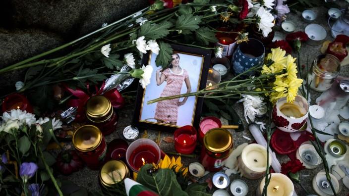 Niedergelegte Blumen für Viktoria Marinowa