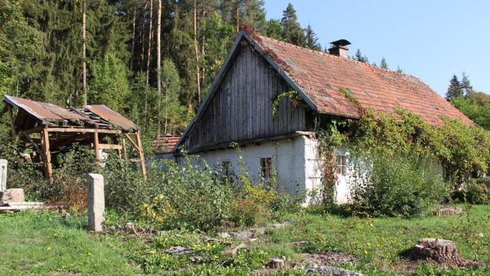 Ein verfallendes Haus in der Gemeinde Georgenberg in der Oberpfalz