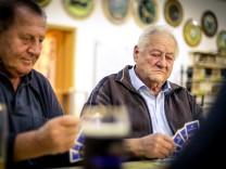 Typisch Bayern Schafkopfen Landtagswahl Durchschnitt Wähler Solnhofen