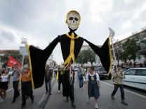 """Im Dezember demonstrierten gut 10 000 Menschen unter dem Motto """"Ausspekuliert"""" gegen fehlenden Wohnraum und steigende Mieten."""