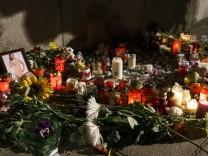 Viktoria Marinowa - Mahnwache mit Blumen