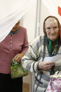 VLADIMIR RUSSIA SEPTEMBER 23 2018 Pensioners visit a polling station to vote in the second rou