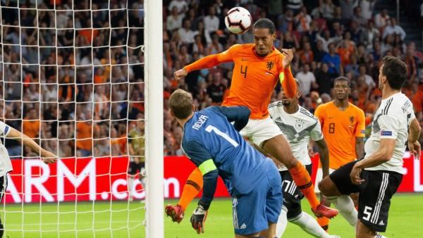 Virgil van Dijk beim Länderspiel Deutschland gegen Holland