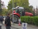 Traktor rammt Autos (Vorschaubild)