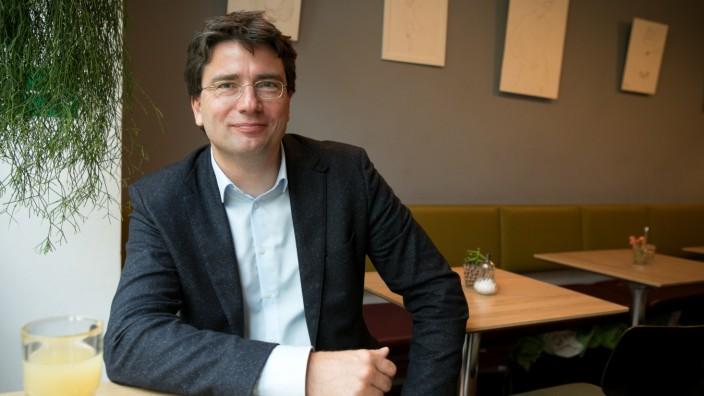 Florian von Brunn, SPD Stimmkreis Giesing, im Cafe Kreislauf Daiserstraße 22