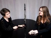 Anna und Constanze Schackow aus Grafing, Mutter (Klavier) und Tochter (Klarinette)