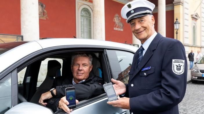 Die Stadt München stellt das neu eingeführte Parken per Smartphone vor, Maximilianstraße 2, München, 19.10.2018.