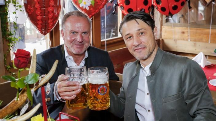 FC Bayern-Trainer Niko Kovac (rechts) mit Vorstandsboss, Karl-Heinz Rummenigge im Käfer-Zelt auf dem Oktoberfest in München.