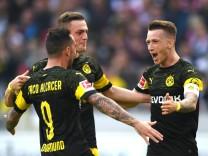 BVB-Spieler jubeln beim Bundesliga-Sieg gegen den VfB Stuttgart