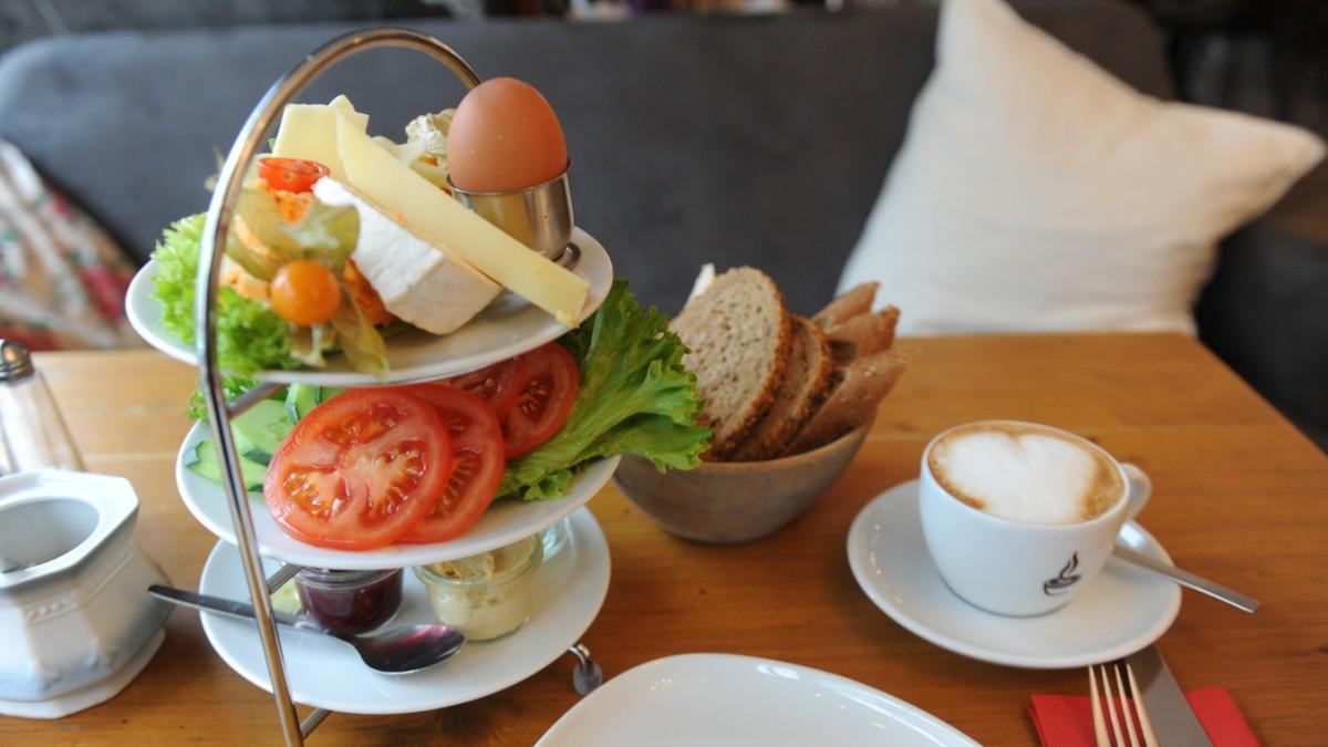 Frühstück in Haidhausen: Schneeweinchen und Rosenbrot - München ...