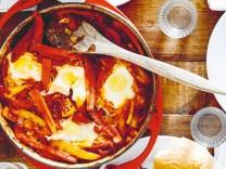 Nur für Das Rezept Shakshuka: israelische Tomaten-Paprika-Eierpfanne von Okka Rohd