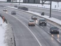 Erster Schnee Winter München Autofahrer