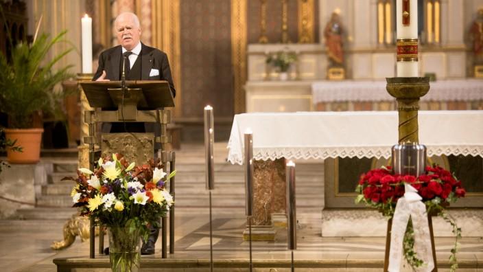 Trauerfeier Scharnagl, Trauergottesdienst und Trauerfeier für Wilfried Scharnagl, Kirche St. Ludwig Ludwigstraße 22