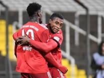 v li Kwasi Okyere Wriedt Bayern München FCB 10 Franck Evina Bayern München FCB 9 mit Torju