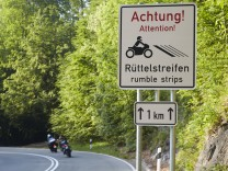 Kesselberg Rüttelstreifen rumble stripes