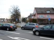 Die Anwohner am Max-Seidl-Weg wünschen sich dringend eine Lärmschutzwand.