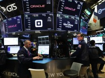 Dow Jones Industrials Average Rises Over 400 Points, Erasing Loses From Earlier In Week