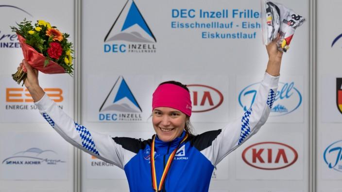 EISSCHNELLLAUF Gabi Hirschbichler am 02 11 2018 während der Siegerehrung der Deutschen Meistersch