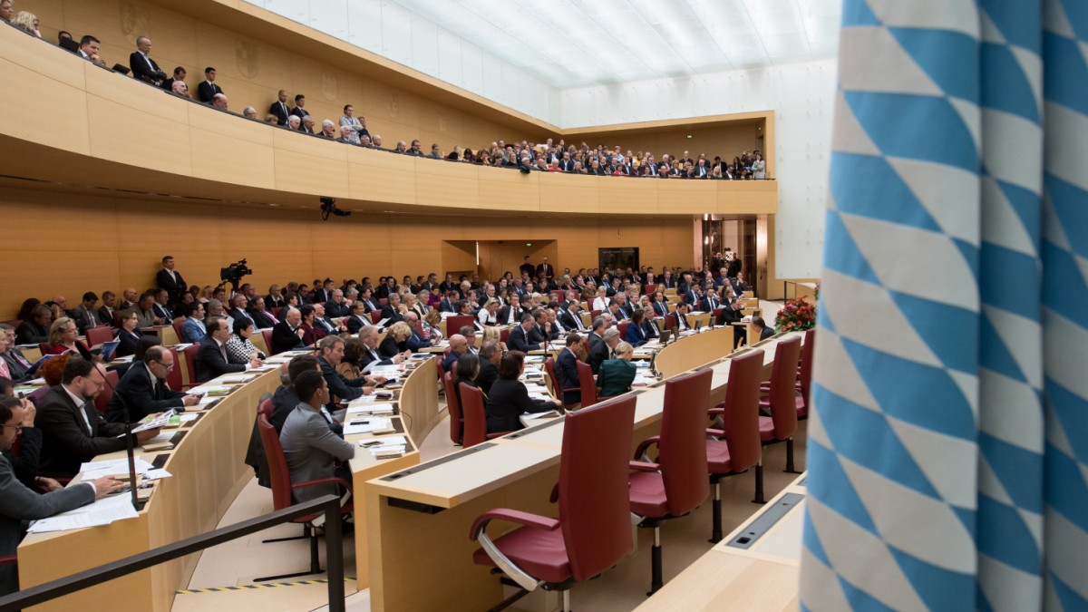 Politik in Bayern: Konstituierende Sitzung im Landtag