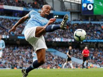Premier League - Manchester City v Burnley