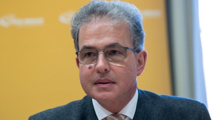 Florian Streibl bei einer der ersten Fraktionssitzungen der Freien Wähler im Landtag.