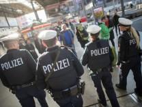 Am Hauptbahnhof hat die Polizei verstärkt wegen Drogehandel kontrolliert.