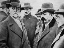 Friedrich Ebert und Philipp Scheidemann bei der Bestattung der Revolutionskämpfer, 1918
